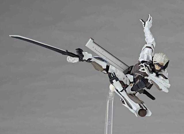 海洋堂- 山口式可動:140EX 潛龍諜影崛起:再復仇『雷電』白色裝甲
