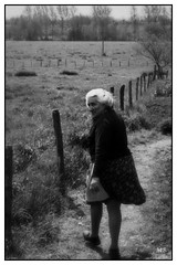 suivie 1977_251 (mich53 - thank you for your comments and 6M view) Tags: family film monochrome archives 1977 campagne printemps argentique sarthe scènedevie greatmother analogique epsonv700photo