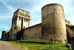 Le chteau fort de Druyes les belles fontaines 89 (Office de Tourisme Portes de Puisaye-Forterre) Tags: bourgogne chateaufort yonne puisaye druyes druyeslesbellesfontaines forterre