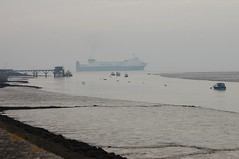 Melusine off the mouth of Holehaven Creek (chemodan) Tags: uk thames river island bonita essex isla canvey