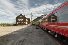 5 July, 18.57 (Ti.mo) Tags: travel travelling station norway train iso100 dovrefjell hjerkinn 0ev ••• ef24mmf14liiusm ¹⁄₂₅₀₀secatf25 dovrefjellsunndalsfjellanasjonalpark