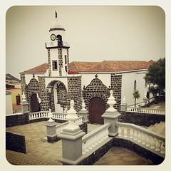Hace apenas unas semanas el fervor popular llevaba a llenar de fieles esta Iglesia. #bajadelavirgen #elhierro