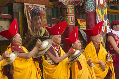 Elders musicians - Tsechu Hemis - Sylvain Brajeul  (Sylvain Brajeul) Tags: red india dance asia buddhist monk buddhism elder asie himalaya ladakh cymbal 2012 inde tsechu hemis southasia moine hemisfestival bouddhiste tsemogompa sylvainbrajeul