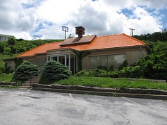 Howard Johnson's on Afton Mountain (SchuminWeb) Tags: county blue roof food orange mountain mountains building abandoned skyline buildings river restaurant drive virginia highway closed ben howard web south johnson may gap restaurants associates ridge host va parkway vacant service augusta johnsons abandonment inc howardjohnsons afton fai franchise rockfish foodservice howardjohnson defunct hojo hojos 2011 vacated schumin schuminweb