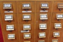 Anglų lietuvių žodynas. Žodis card-index reiškia v sudaryti kartoteką (of) lietuviškai.