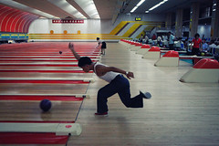 Bowling in Pyongyang (Lil [Kristen Elsby]) Tags: travel topf25 asia korea topv5555 bowling editorial recreation dailylife goldenlane northkorea pyongyang tenpinbowling travelphotography democraticpeoplesrepublicofkorea chosŏnminjujuŭiinminkonghwaguk dprofkorea canon5dmarkii goldenlanebowlingalley