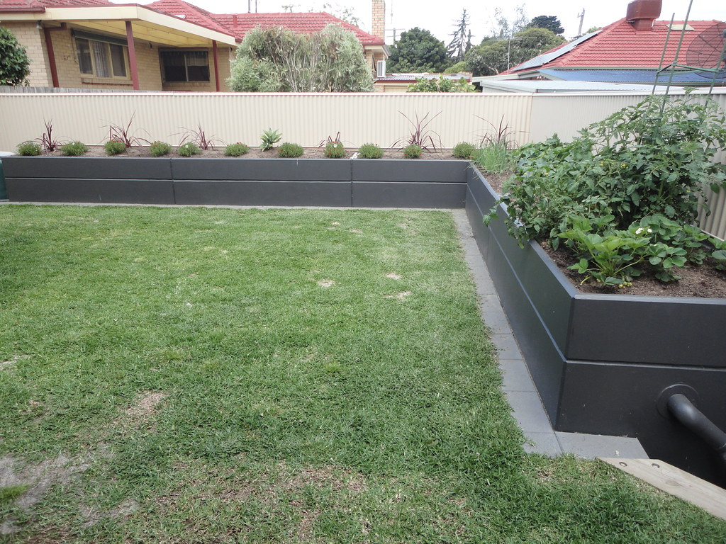 resistant weather unique the etc garden is accessories recycled a htm of planter frost versatile round bed from large insulating elements made raisedbed juwel and heat truly it raised beds