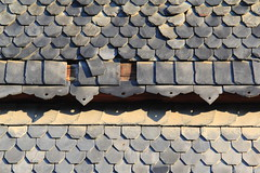Repairing is not difficult! (:Linda:) Tags: broken wall germany village decay thuringia vachdorf fishscalepattern slateshingled fischschuppenmuster