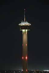 Torre de las Americas / Tower of the Americas (Hesanz photography.) Tags: tower luz night sanantonio canon eos lights noche texas torre unitedstates antena antenna estadosunidos 70d