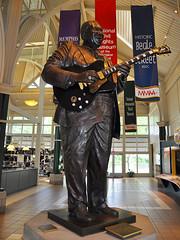 Memphis - Bronze B.B. King (Drriss & Marrionn) Tags: musician usa bronze riverside memphis tennessee blues statues bbking bluesmusic guitarlegend i40welcomecenter