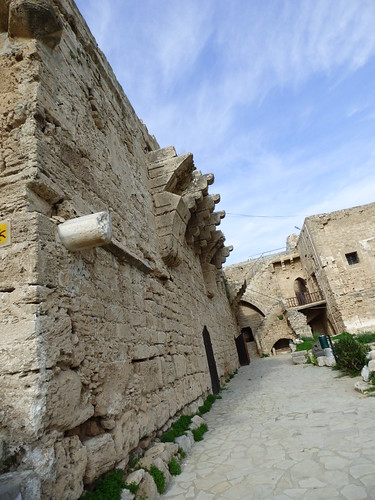 Girne - castle courtyard (4)