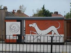Friendly dogs (Granpic) Tags: london stratford stratfordlondon urbanstreets streetart dogs eastlondon