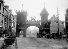Triumphal arch in St. Johns, Newfoundland decorated to honour the Prince of Wales, August 1919 / Arc de triomphe dc