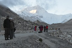 """Everest at dawn • <a style=""""font-size:0.8em;"""" href=""""http://www.flickr.com/photos/95544223@N05/9974490273/"""" target=""""_blank"""">View on Flickr</a>"""