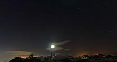 Phare et sémaphore de Leucate (Amanclos) Tags: longexposure lighthouse france night aude nuit phare hdr longueexposition sémaphore leucate efs1022 canoneos700d