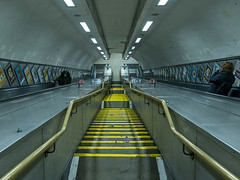 downstairs-upstairs (Sisqu Tena) Tags: escales metro tube underground london londres geometria groc yellow fuji xt xt2