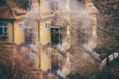 Yellow Villa (freyavev) Tags: yellowvilla villa house korntal badenwürttemberg germany deutschland cokin cokinfilter prism prismeffect filter cokinsystem creativefilter canon canon700d vsco mikasniftyfifty blurry blur