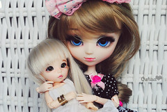 Hyemi & Victoria  (~~ Oshua~~) Tags: blue cute green ball eyes doll photographie dress victoria collection curly blond wig bjd pullip custo perruque ante cheveux poupe jointed lisse puki hyemi boucle oshua pukife