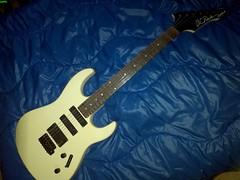 BC Rich Rave II (3) (LoxPix) Tags: kent bass guitar workinprogress rick mandolin fender beatle crown custom gibson squire hofner epiphone fernandes teisco bowhunter