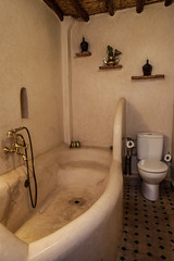 Riad Houdou - Chambre Thires (Benjamin Gillet) Tags: de bathroom morocco maroc marrakech bain medina chambre salle riad mdina thires houdou