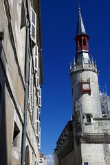 La Rochelle, htel de ville, tour-beffroi (Ytierny) Tags: france vertical composite architecture pierre campanile horloge larochelle btiment faade hteldeville edifice littoral et charentais charentemaritime tourelle tourbeffroi ytierny