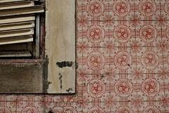 tiles / azulejo   lisbon 2013 (urbanpresents.net) Tags: portugal facade ceramic decay lisboa lisbon decoration tiles lissabon azulejo ornamentation decorativearts patrimony fliessen kersavond