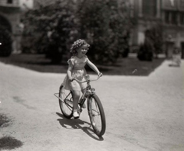 Could there ever be a cuter cyclist than Shirley Temple? Found at http://buff.ly/KmD9L8