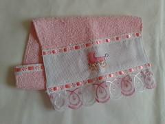 Toalha de Boca Bordada - Carrinho Rosa G003 (SaluArts) Tags: de infantil bebê toalha nuvem boca pintura paninho fralda fraldinha enxoval