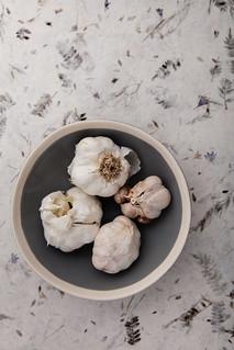 Garlic bulbs in bowl.