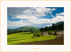 Casolare Tica (Andrea Marinelli ) Tags: nikon camerino marche paesaggio colline casolare campi