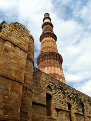 Qutub Minar (Mohan.Singh) Tags: old travel color building tower history tourism monument architecture outdoors ancient day place angle delhi famous low landmarks nobody historical greenery tall monuments past qutub minar qutab mughal