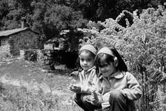 with my sister  lovely! (Poli Kiedis) Tags: flowers campo infancia hermana