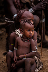 Hamer tribe children are watching bulls jumping ceremony (anthony pappone photography) Tags: africa travel boy baby face children cow necklace jumping bambini expression retrato african ceremony bull tribes afrika omovalley ethiopia tribe tori ethnic rite mucca ritratto hamer reportage afrique tradicion tribu omo rito etiopia etnic etnico ethiopie etiope etnia etnica etnologia afryka etiopija turni etiopien etipia africantribe etiopi bulljumping