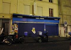 Paris balad bynight: Marché St Pierre... Fermé :( (valkiribocou) Tags: paris balade baladeparisienne serrisbalad randobalade