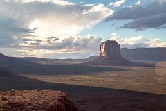Monument Valley (flippers) Tags: sunset vacation arizona sky usa cloud mountain holiday mountains rock clouds america unitedstates desert roadtrip navajo monumentvalley kayenta istsbiindzisgaii
