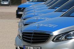 DSC_9296 (K.-H. Aberle) Tags: car germany deutschland benz nikon police policecar karlsruhe polizei patrol daimler d300 badenwrttemberg daimlerbenz patrolcar polizeiauto 70200mmf28gvr eklasse schlossgottesaue polizeikfz neuepolizeikfz prsentationneuerdienstkfz neuedienstkfz prsentationneuerstreifenwagen
