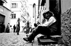 000142 (la_imagen) Tags: sokak sw bw blackandwhite siyahbeyaz  monochrome strasenfotografieistkeinverbrechen street streetandsituation streetlife streetphotography menschen people insan lindau lindauimbodensee karneval fasnet narrensprung narr fasching