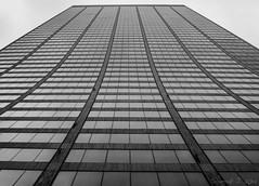 Colpo di Grazia (Haf3z) Tags: wrgracebuilding gracebuilding newyork newamsterdam manhattan skyscrapers skyskrapor bigcity theunitedstatesofamerica thebigapple usa america urban urbanphotography bw blackandwhite blackwhite architecture lines windows concrete diminishinglines symmetric symmetry