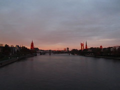 River Main (hightower185) Tags: skyline cluster frankfurtammain wolkenkratzer hochhuser