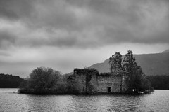 Lochindorb Castle (idreamofdaylight) Tags: blackandwhite bw white black castle clouds canon scotland ruins grain overcast handheld loch 2011 lochindorb ef1740l wolfofbadenoch