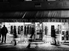 Venice: Early evening. (parnas) Tags: street venice blackandwhite italy film darkness zwartwit january streetphotography nighttime shops venezia analoog ilforddelta