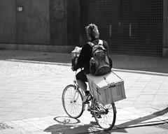 Mann auf Fahrrad (kohlmann.sascha) Tags: bw backpack beleuchtung biancoenero biciclo bicycle bike blackandwhite blancoynegro box brgersteig case chest deuxroues fahrrad fortbewegungsmittel illumination kiste kbel lighting man mann mensch menschen monochrom monochrome noiretblanc pavement people reise reiseutensilien rucksack schatten schwarzweiss schwarzweis shadow sidewalk strasenfotografie street streetphotography streetfotografie technik technique traffic tub twowheeler verkehr zweirad  berlin deutschland by