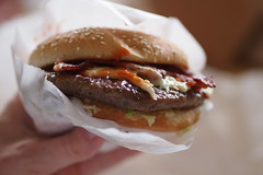 Bacon cheeseburger (petrusko.rm) Tags: food cheese dinner pen four bacon dof bokeh burger olympus hamburger micro pearl 45mm thirds ep3 m43 mft prlans