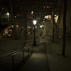 montmartre (www.jlosada.com and @jorge_losada on Instagram) Tags: light luz stairs noche streetlamp montmartre farolas jorgelosada