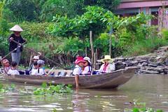 School boat (Mekong Delta, Vietnam) (armxesde) Tags: school river children boat pentax hats delta vietnam mekongdelta fluss mekong k5 sampan oars