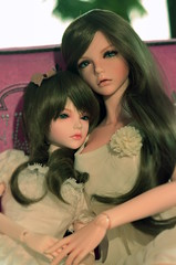 Bianca and Charlotte beautiful sisters (bustamante_119) Tags: new look gold dolls breast skin charlotte small large peach makeup 9 style size sd bjd normal bianca cecile msd btype jid iplehouse nyid flickrandroidapp:filter=none ctaype