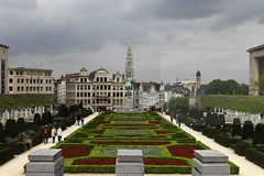 Kunstberg (Elios.k) Tags: park camera city travel trees sky people horse color colour travelling green tourism fountain weather statue horizontal clouds canon buildings garden walking outdoors photography bush king view belgium grandplace cloudy cityhall many walk trimmed bruxelles spire april brussel alberti montdesarts kunstberg rgiondebruxellescapitale stadbrussel bruxellesville brusselscapitalregion brusselshoofdstedelijkgewest 5dmkii lesfontainesdujardin