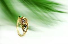 (AlonsoEscher) Tags: somoscuriosos joyeriacontemporanea joyeriadeautor diseño accesorios tejido aros anillos cute photoproduct producto girasol gold oro fashion