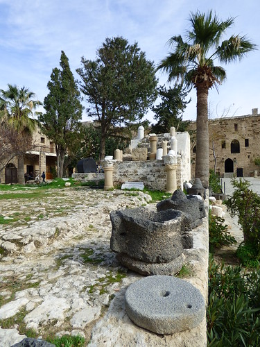 Girne - castle courtyard (5)