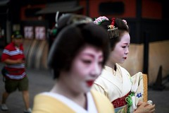 Pictures from 22Jun13 Kyoto, Japan, shot with Canon 5D Mark III. #geisha #kyoto #japan #gioncorner #maiko #geiko (I Hart Travel) Tags: japan kyoto maiko geiko geisha gioncorner uploaded:by=flickrmobile flickriosapp:filter=nofilter